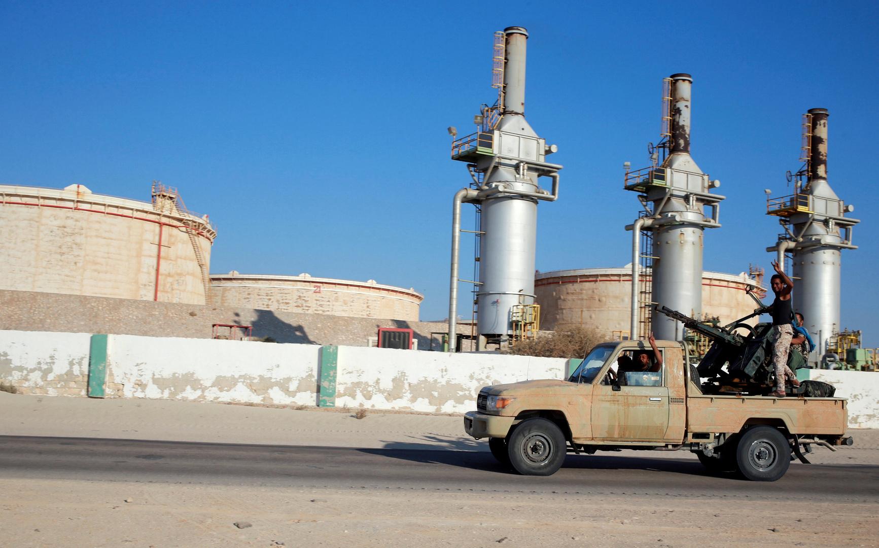 برلين: السراج وحفتر مستعدان لحل مشكلة النفط في ليبيا