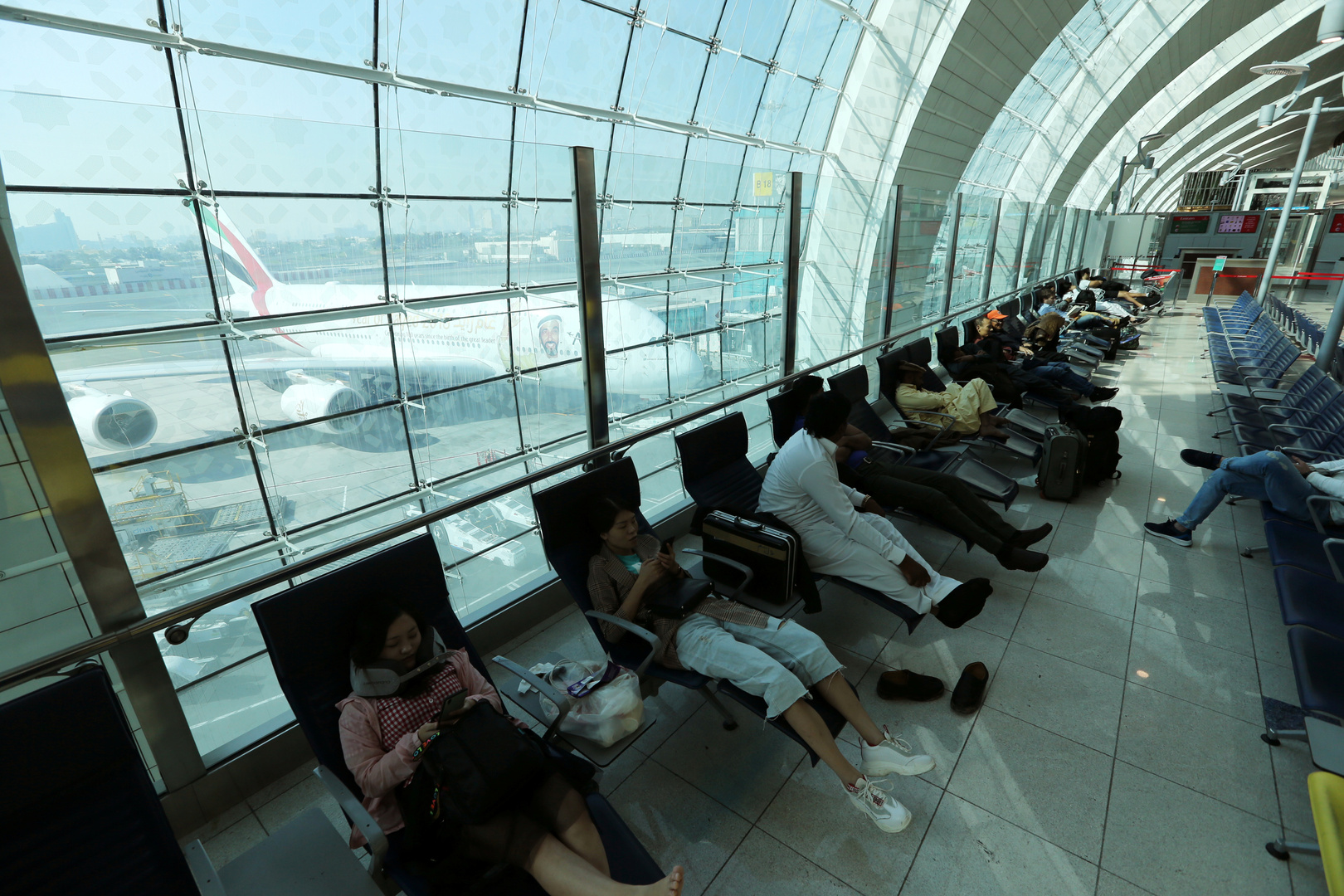 مطارات دولية تتخذ إجراءات صارمة بحق القادمين من الصين