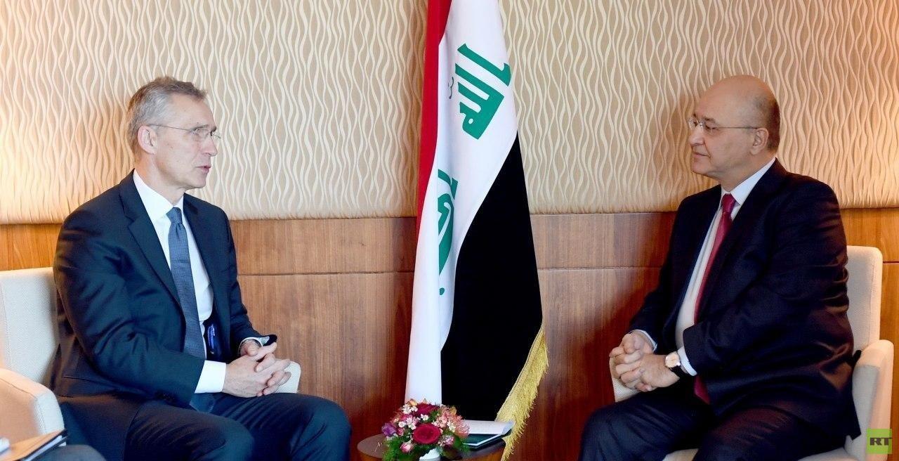 الرئيس العراقي برهم صالح والأمين العام لحلف شمال الأطلسي ينس ستولتنبيرغ