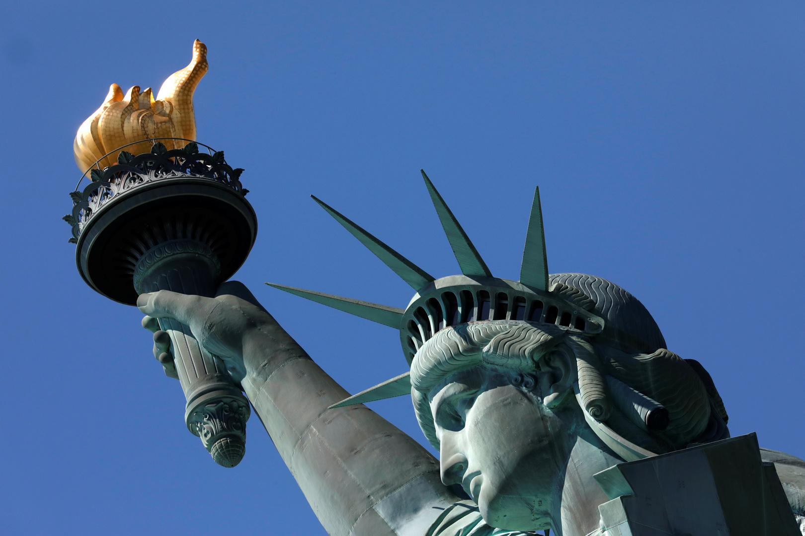 الولايات المتحدة تحظر منح تأشيرات التجارة والاستثمار للإيرانيين