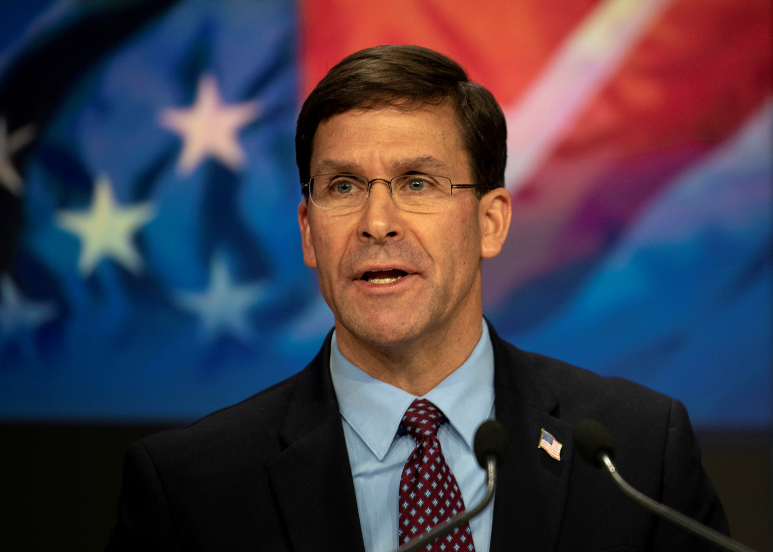 إسبر يؤكد أن إعادة تموضع القوات الأمريكية في العالم قد تبدأ العام الجاري