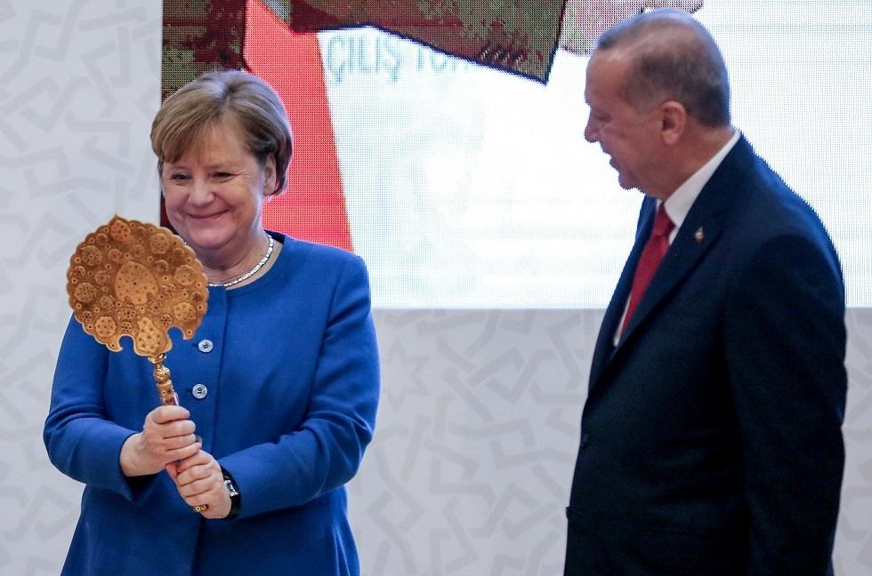 زمن التهديدات: لماذا جاءت ميركل إلى أردوغان