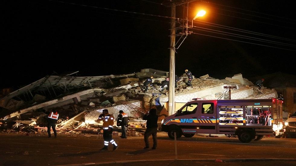 ارتفاع حصيلة ضحايا زلزال شرق تركيا إلى 21 قتيلا و1030 جريحا