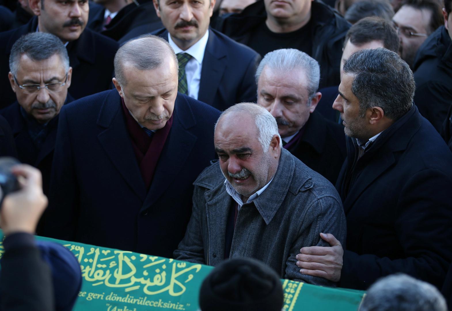 الرئيس التركي، رجب طيب أردوغان، يحضر مراسم تشييع جثامين لضحايا زلزال شرق تركيا في ولاية ألازيغ
