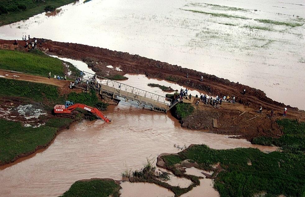 انهيار جسر في مدغشقر نتيجة الفيضانات