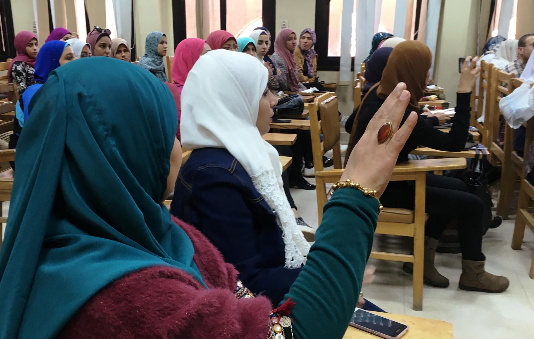 حكم قضائي بحظر ارتداء عضوات تدريس جامعة القاهرة النقاب