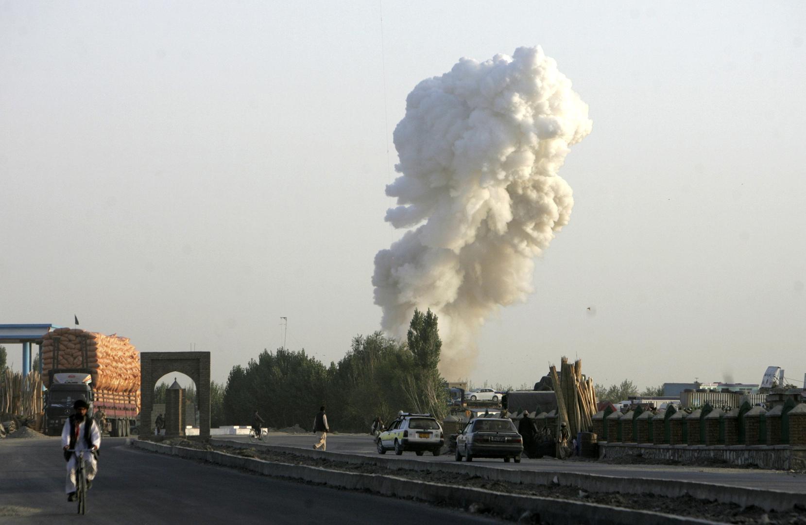 تحطم طائرة تابعة للجيش الأفغاني وسط البلاد