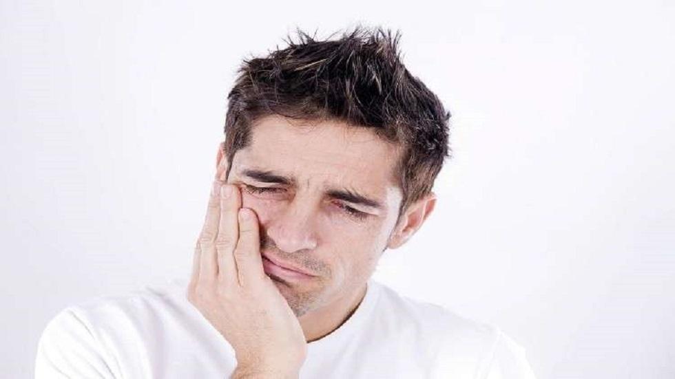 ما السبب في كون الأسنان حساسة للألم؟