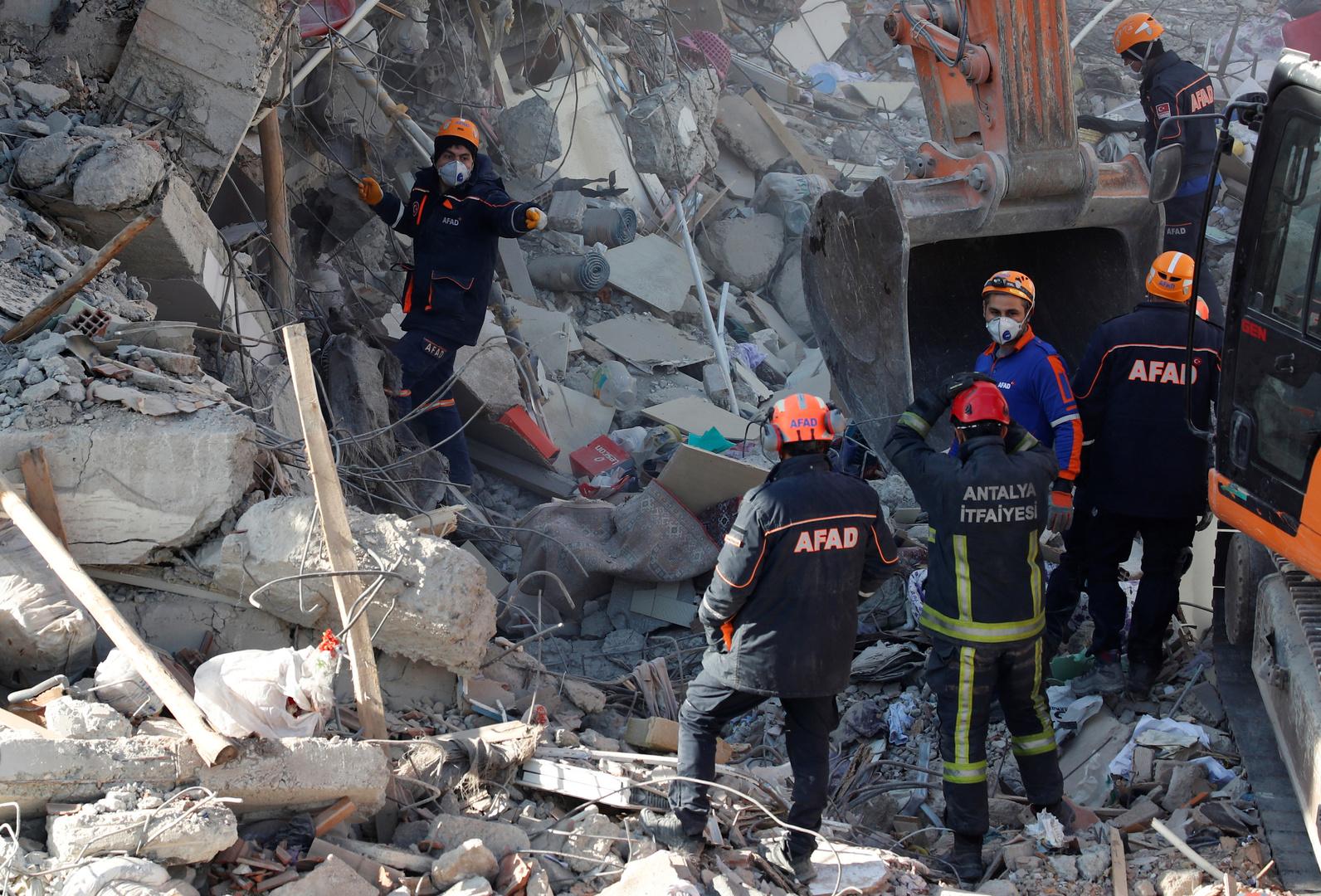دبلوماسي تركي: موسكو عرضت على أنقرة المساعدة في معالجة آثار الزلزال