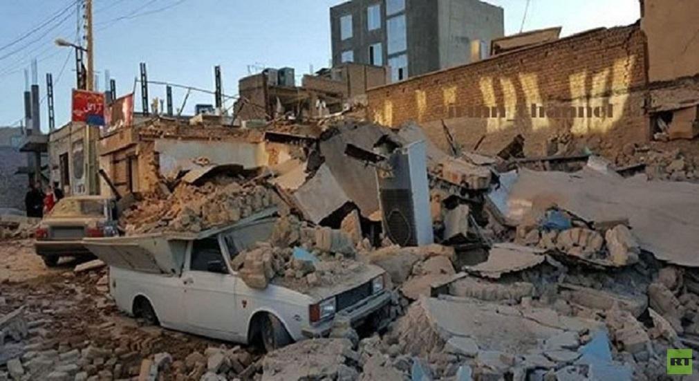 أنقاض مبان مدمرة بزلزال في محافظة فارس الإيرانية (أرشيف).