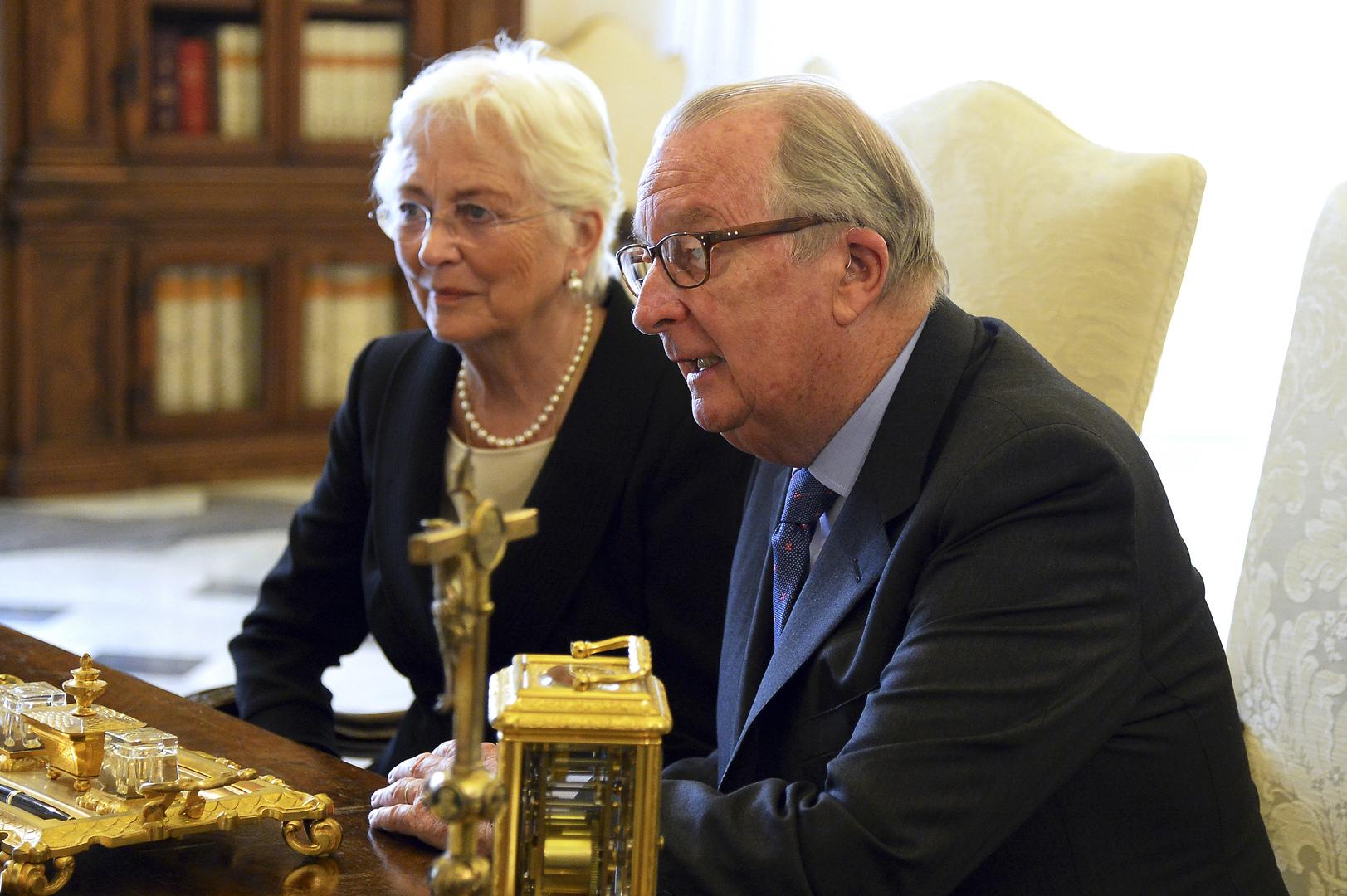 بعد سنين طوال.. ملك بلجيكا يعترف بابنته غير الشرعية