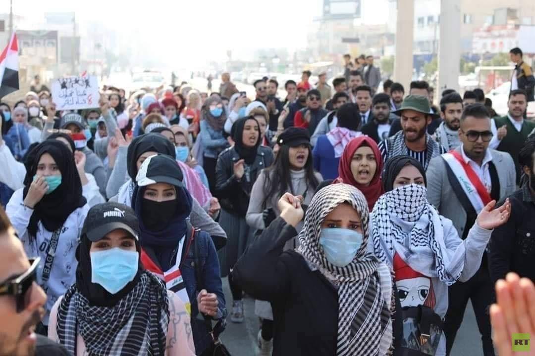 العراق.. عشرات آلاف الطلبة ينضمون من جديد للاحتجاجات في النجف والبصرة (صور)