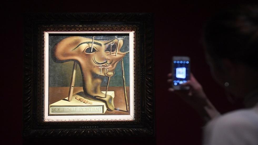 موسكو تحتضن أكبر المعارض للفنان التشكيلي الإسباني سلفادور دالي