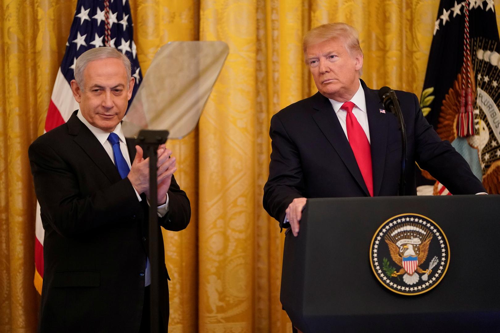 الرئيس الأمريكي، دونالد ترامب، في مؤتمر صحفي مشترك مع رئيس حكومة تصريف الأعمال الإسرائيلية، بنيامين نتنياهو، في البيت الأبيض (28 يناير 2020).