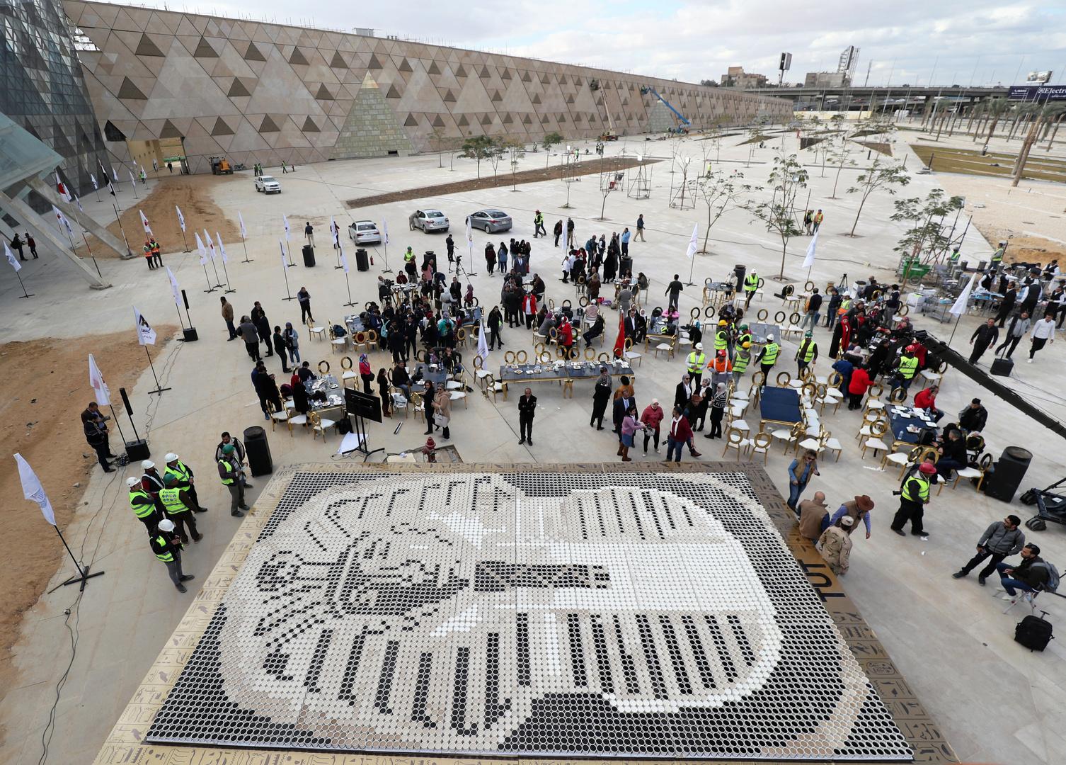 حفيدة نيلسون مانديلا تزور مشروعا ضخما في مصر