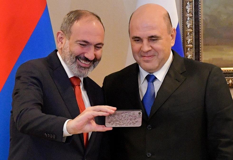 أول سيلفي لرئيس الوزراء الأرمني مع نظيره الروسي