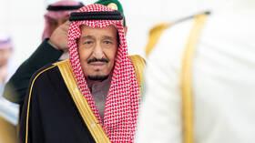 الملك سلمان يتوجه إلى سلطنة عمان ومحمد بن سلمان يتولى إدارة شؤون
