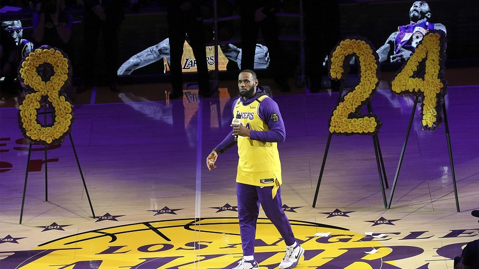 شاهد.. تكريم مهيب لأسطورة كرة السلة في ناديه لوس أنجلوس ليكرز