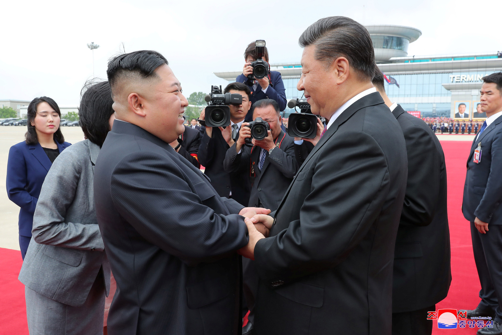 كيم يعرب عن تضامنه مع شي وشعبه في وجه