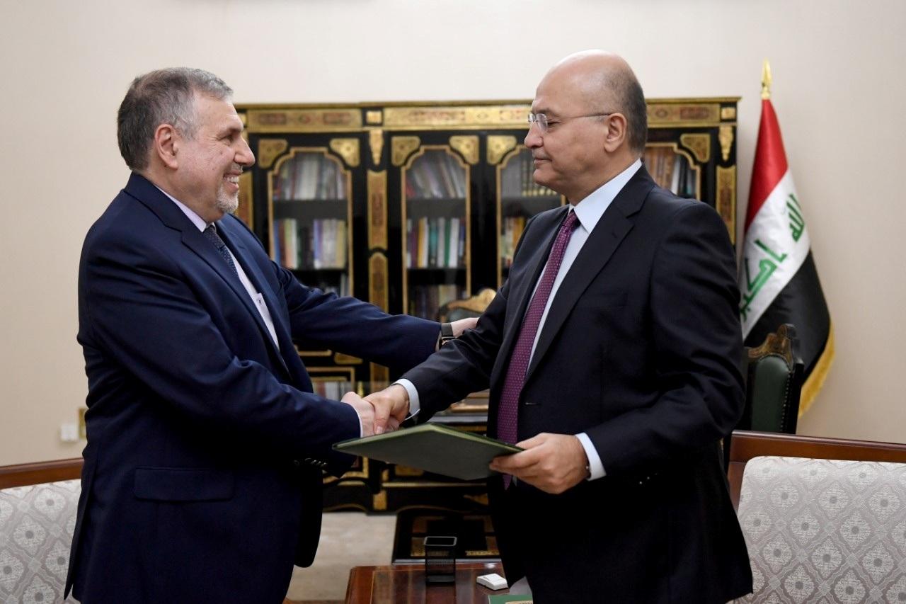 الرئيس العراقي برهم صالح يكلف محمد توفيق علاوي برئاسة الوزراء في العراق
