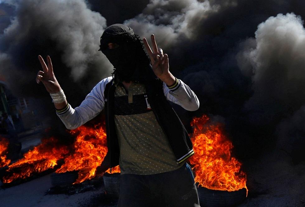 تظاهرات ليلية في 6 محافظات عراقية لرفض تكليف علاوي بتشكيل الحكومة (فيديو)