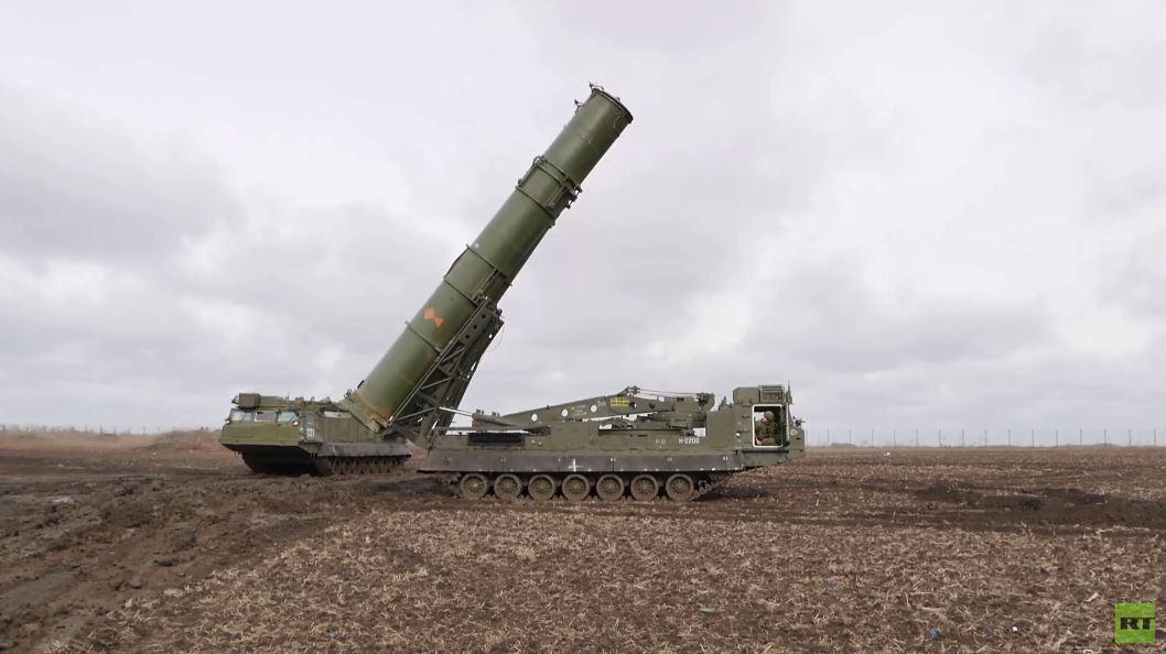طواقم قوات الصواريخ تختبر منظومات اس-300 الجديدة في إقليم كراسنودار