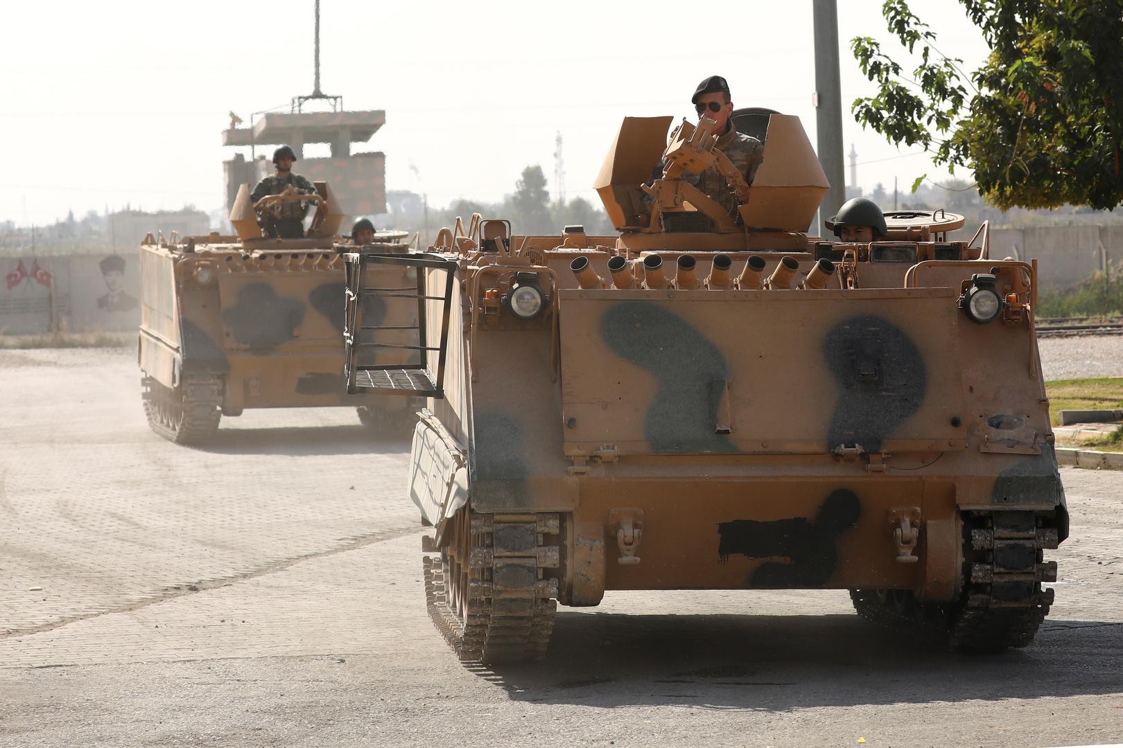 الجيش التركي يدفع بتعزيزات عسكرية إلى الحدود السورية