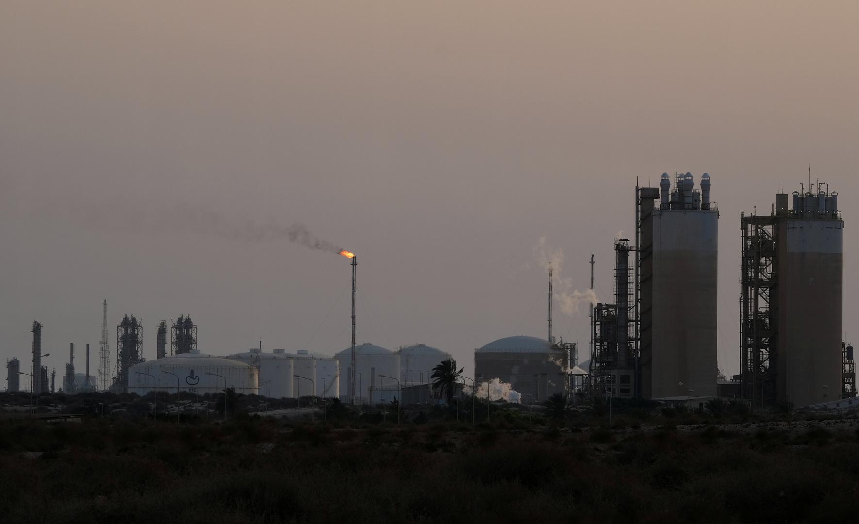 منطقة صناعية في ميناء البريقة الليبي
