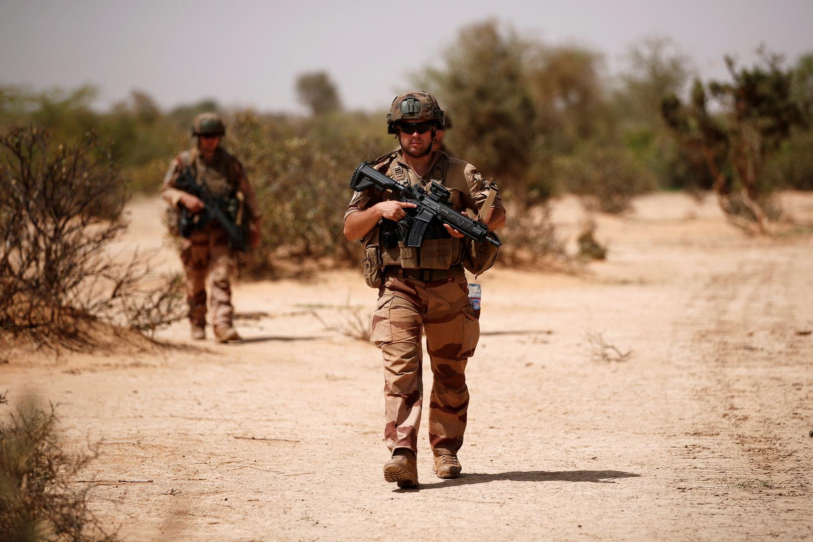 الجيش الفرنسي: مقتل أكثر من 30 متشددا إسلاميا في مالي خلال 3 عمليات منفصلة يومي الخميس والجمعة
