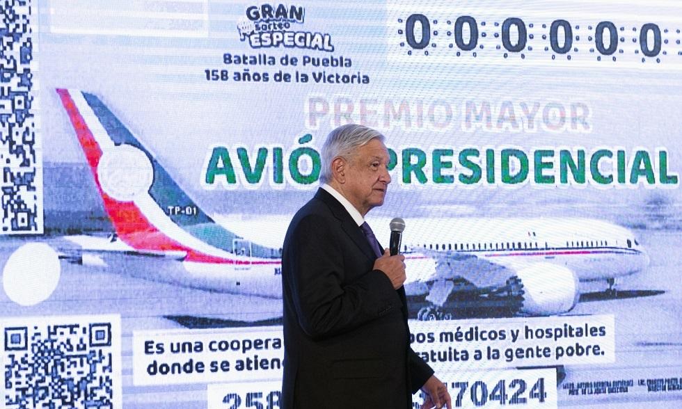 الرئيس المكسيكي يوضح مسألة عرض طائرته للبيع في اليانصيب