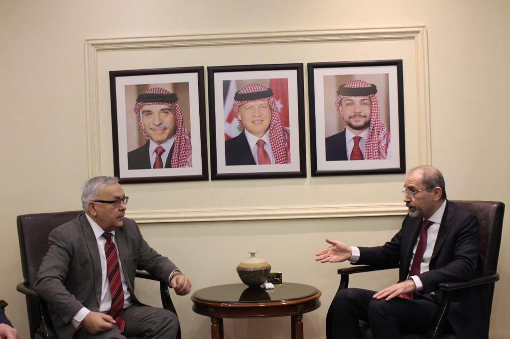 وزير الخارجية الأردني، أيمن الصفدي، ونائب وزير الخارجية الروسي، سيرغي فيرشينين