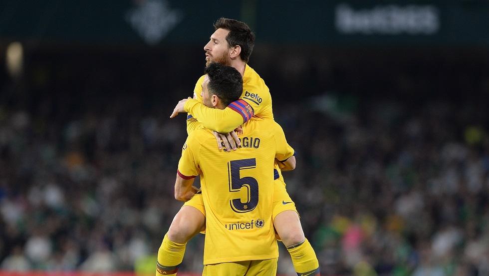 مدرب برشلونة سيتين ينجو من كمين فريقه السابق (فيديو)