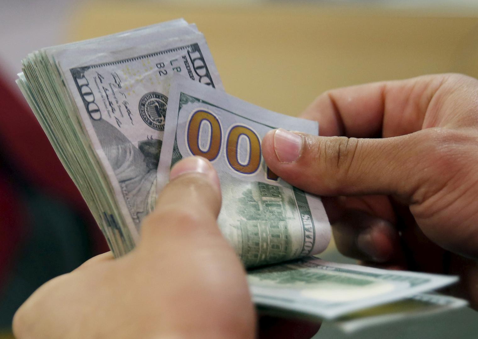 الجنيه المصري يرتفع بقوة أمام الدولار لأول مرة منذ 3 سنوات