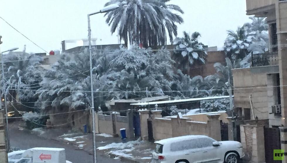 الثلوج تغطي العاصمة العراقية  بغداد لأول مرة منذ عقود (صور)