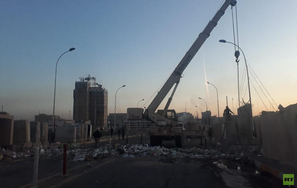 السلطات العراقية تفتح جسرا وشوارع أغلقت منذ بداية الاحتجاجات (صور)