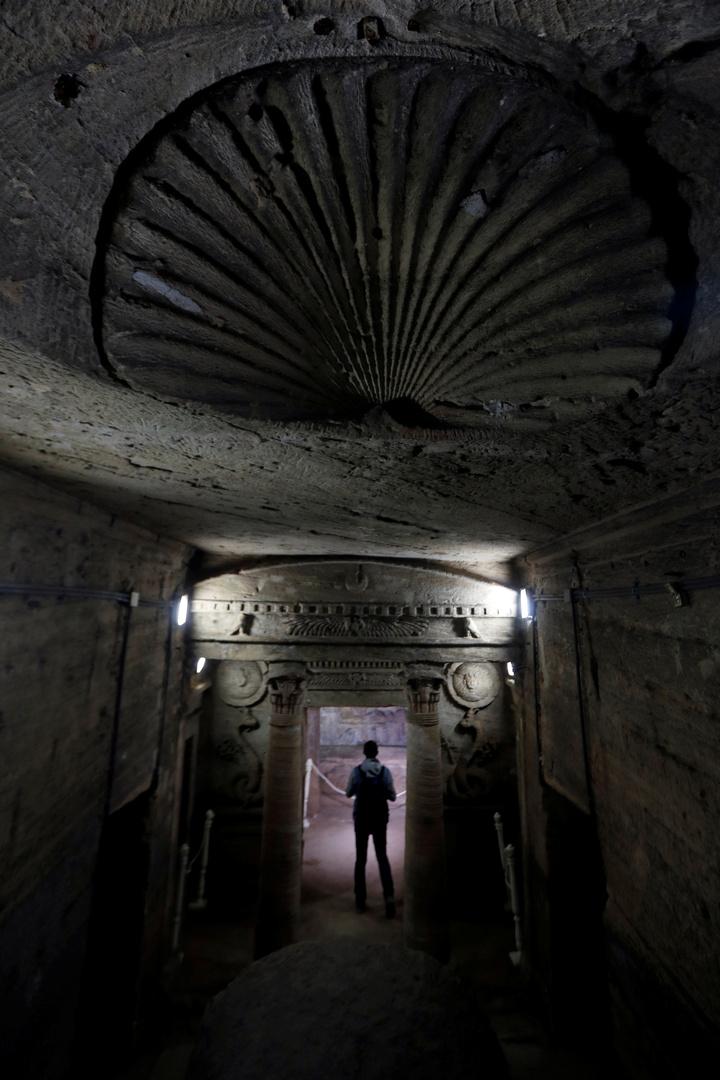 الآثار المصرية تعلن العثور على 83 مقبرة تعود لحقبة