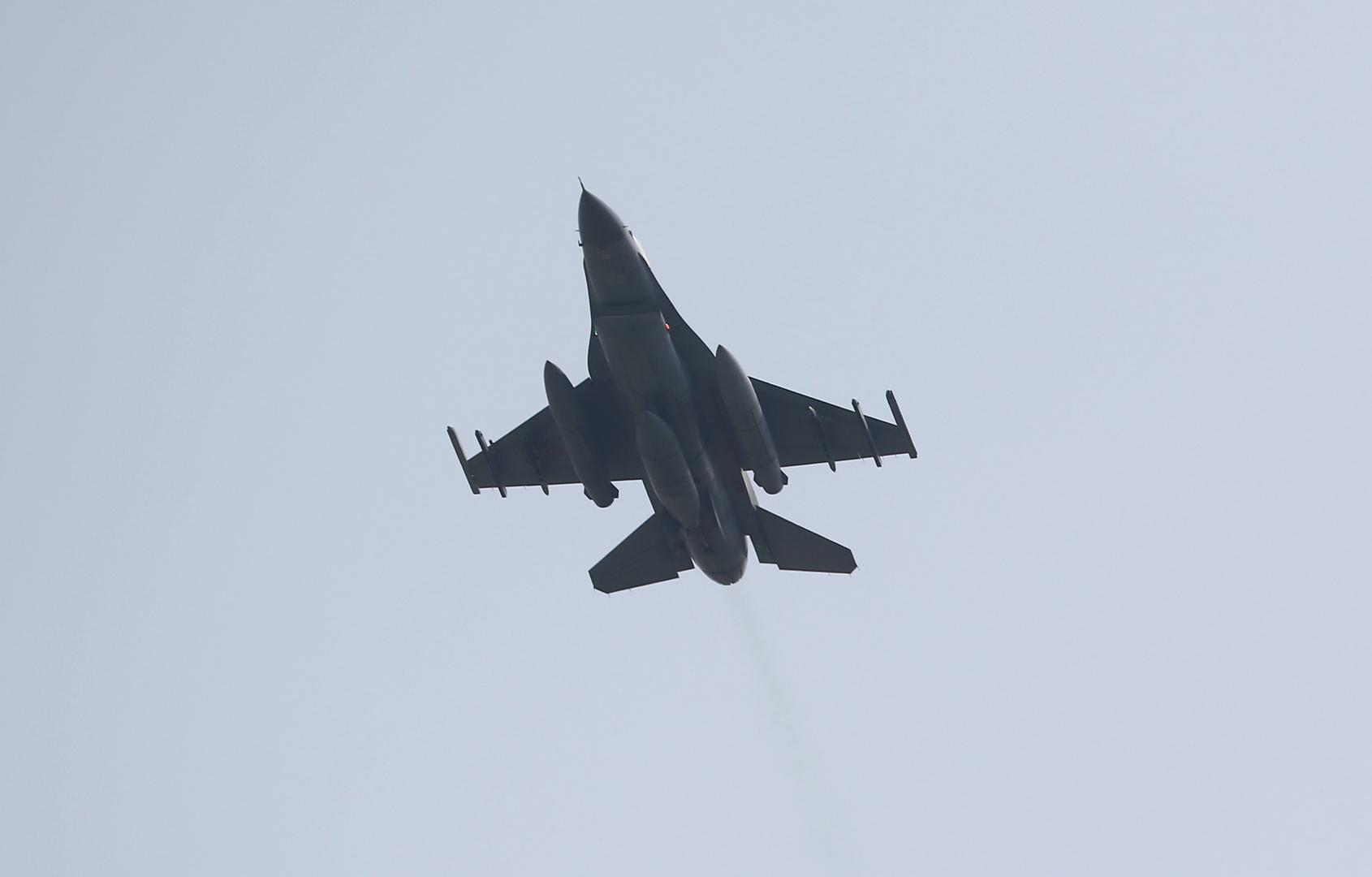 تركيا تتعهد بتعبئة قواتها العسكرية البرية والجوية لإخراج الجيش السوري