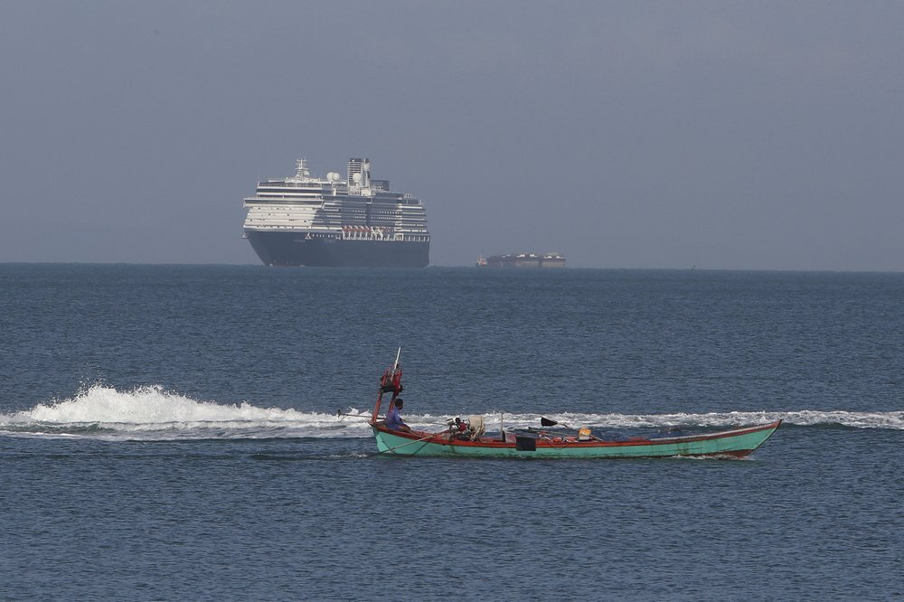 سفينة سياحية رفضت 5 دول استقبالها بسبب