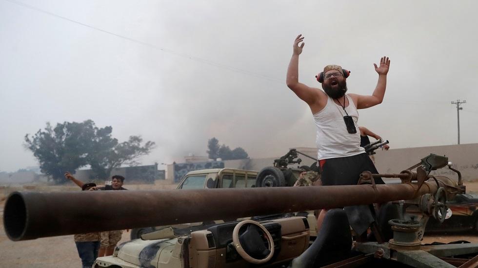 أنباء عن تجدد القتال في محيط طرابلس وإغلاق مطار معيتيقة