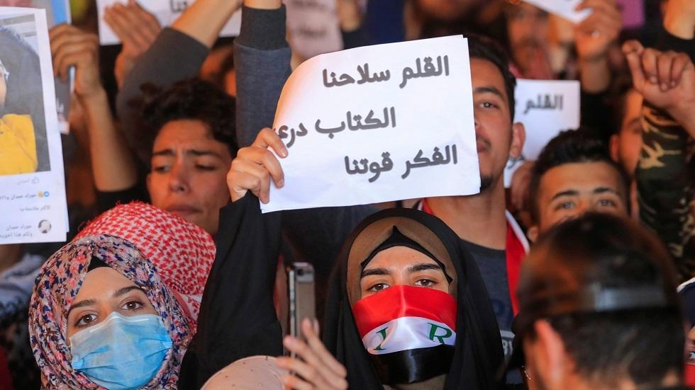 مقرب من مقتدى الصدر: منع النساء من التظاهر مخالفة لنهج الصدر