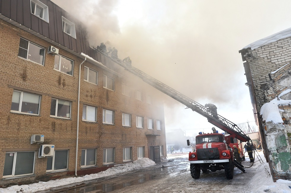 إخماد حريق ضخم جنوبي روسيا (فيديو)
