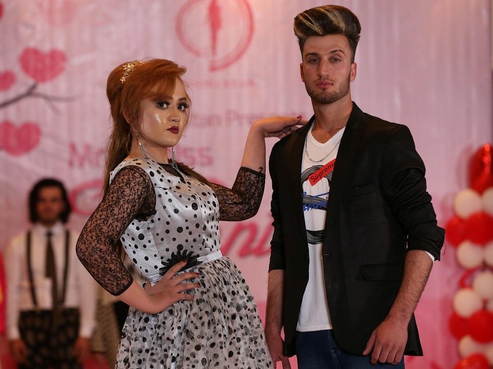 أفغانستان تحيي عيد الحب بالورود ومسابقة للأزياء (صور)