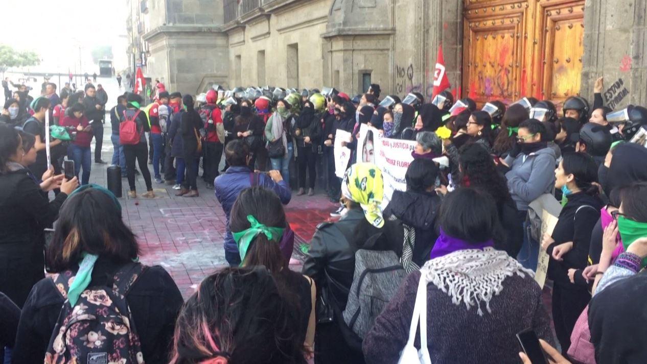 مكسيكو.. احتجاجات أمام القصر الرئاسي تطالب بوقف قتل النساء