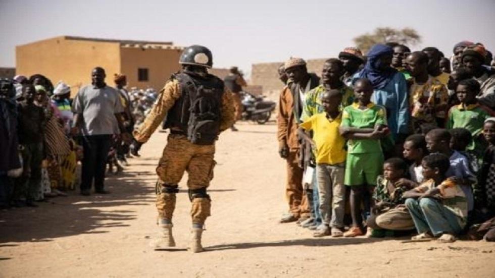 العثور على جثث 5 أشخاص أحدهم قس خطفوا في بوركينا فاسو