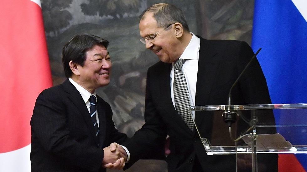وزيرا خارجية روسيا سيرغي لافروف واليابان توشيميتسو موتيجي في موسكو في ديسمبر 2019