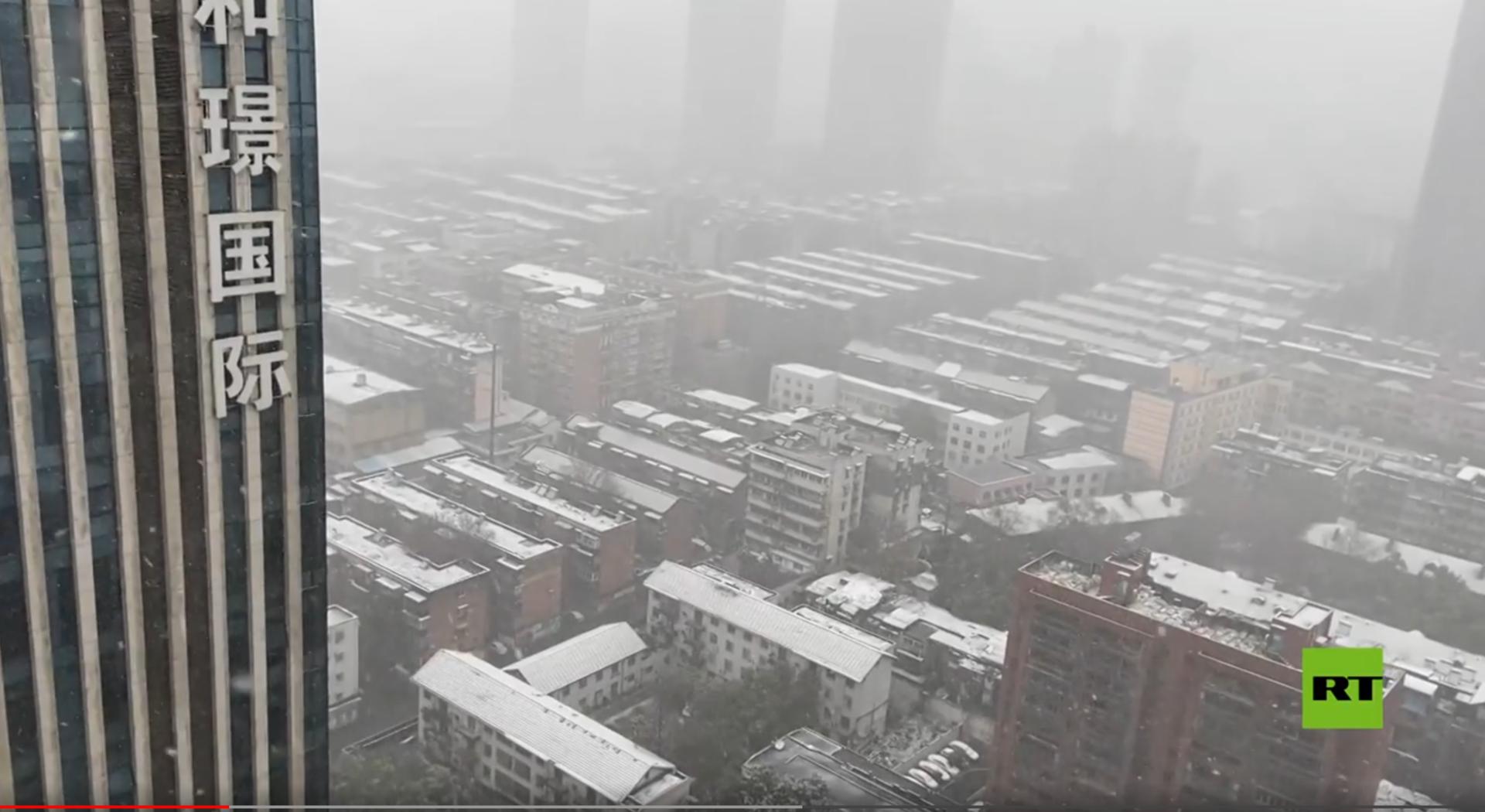 تساقط الثلوج في مدينة