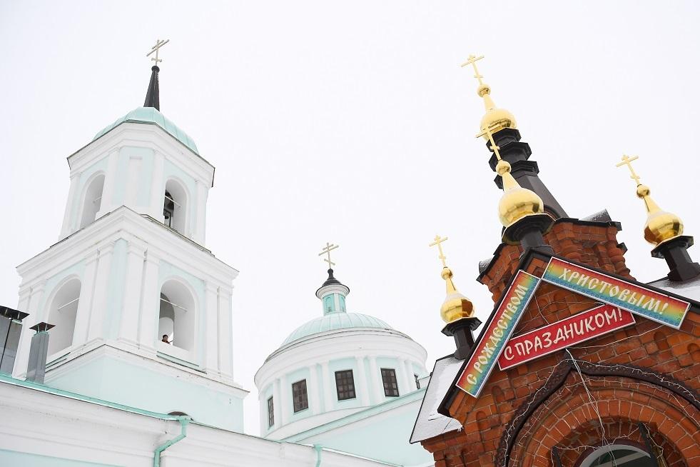 مقنّع يطعن رجلي دين في موسكو