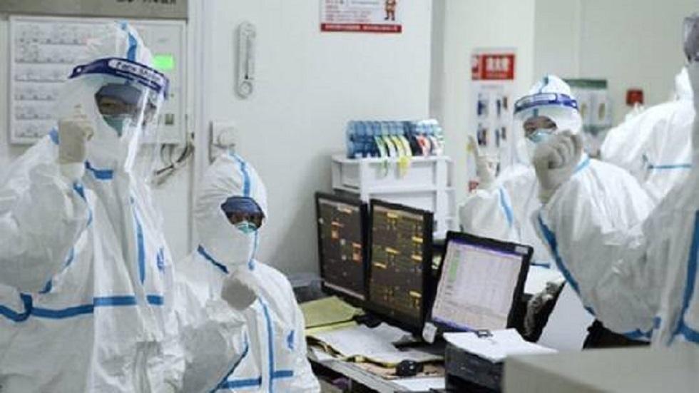 أطباء صينيون يستخدمون بلازما دم المتعافين من