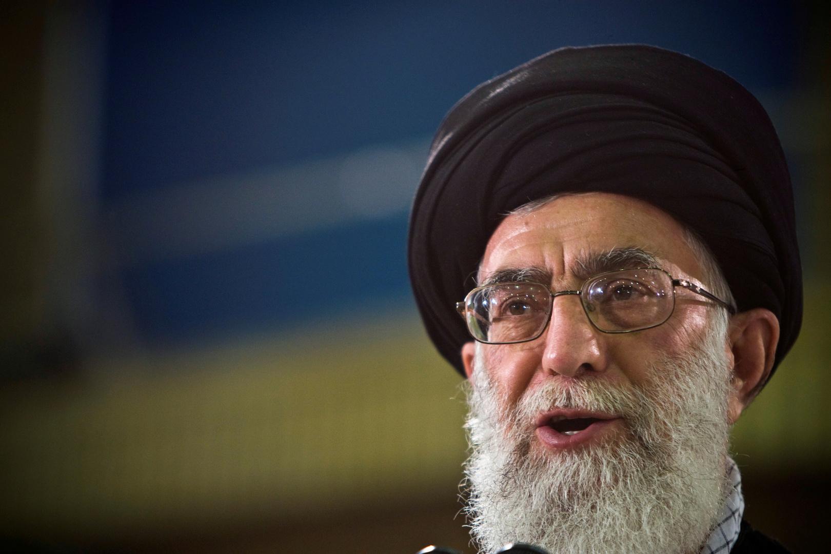 خامنئي يحث الإيرانيين على المشاركة في الانتخابات