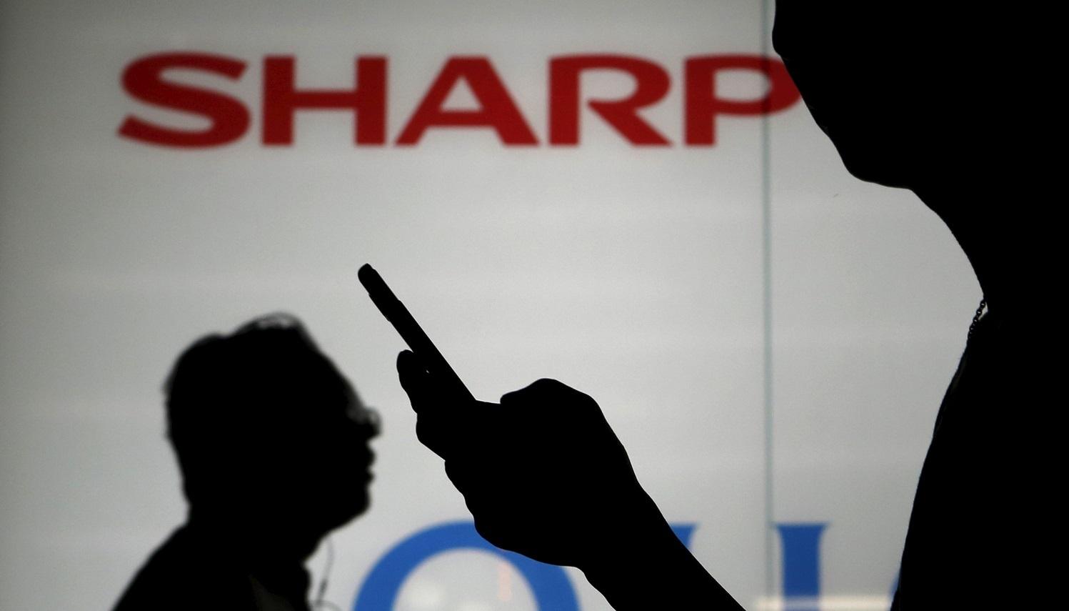 هاتف متطور من Sharp يتحدى أفضل الهواتف الحديثة